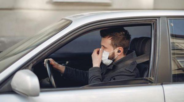 motorista com mascara